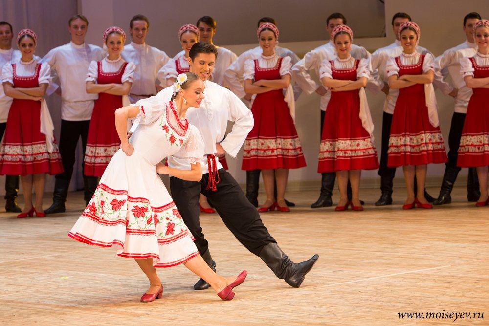 Танцоры ансамбля Игоря Моисеева вновь заставили зрителей восторгаться танцами